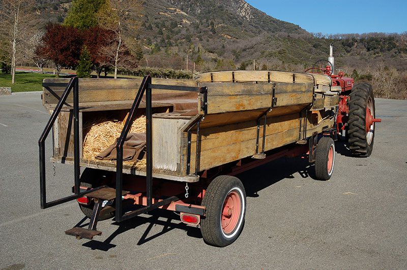 Tractor Pulled Wagon : Tractor drawn rides